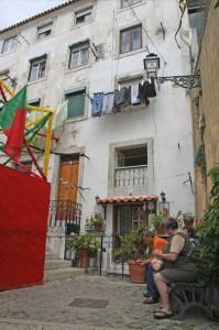 Un vicolo del quartiere Alfama