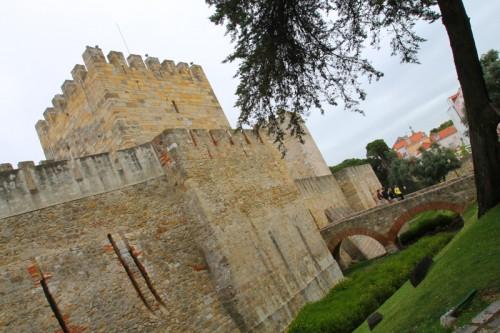 """Il """"Castelo de São Jorge"""" che domina il quartiere Alfama"""