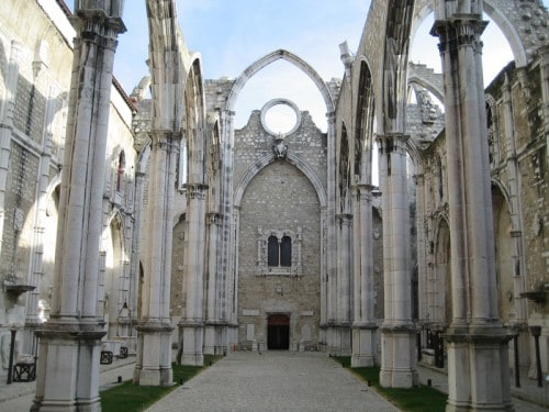 La chiesa scoperchiata del Carmo, nel Chiado