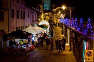 mercatino notte1 <!  :it  >Mercatino di Natale e iniziative per bambini a Candelo (BI)<!  :  >