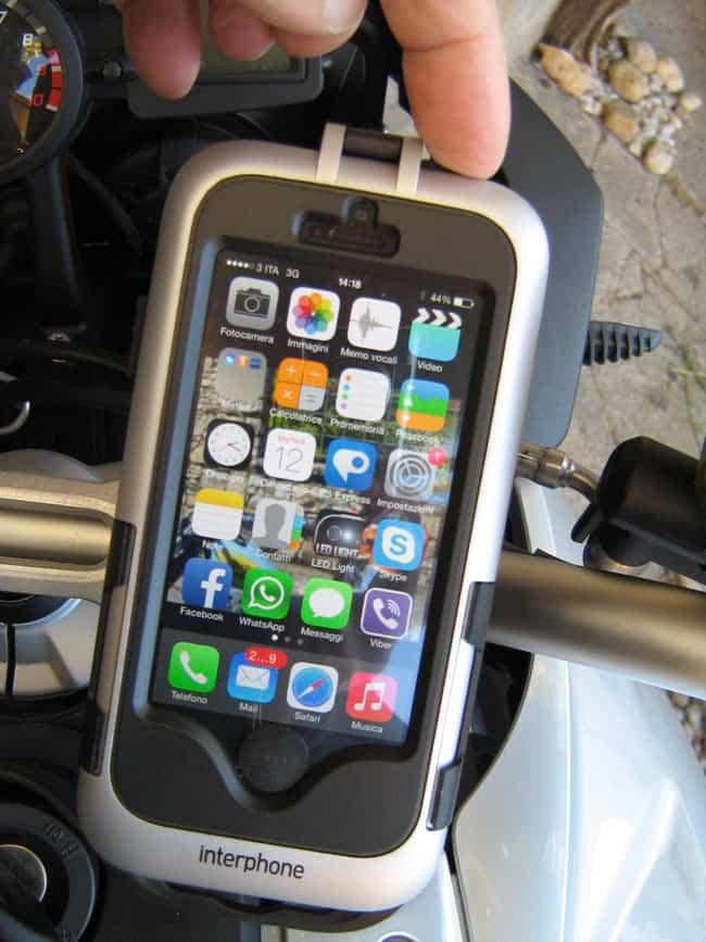 Di facile uso anche il pulsante superiore e lo schermo touch-screen