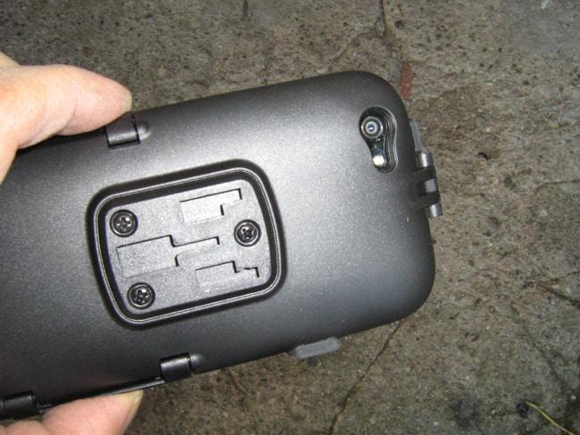 """La custodia consente l'uso della fotocamera e della telecamera interna al dispositivo, permettendo anche riprese """"on board"""""""