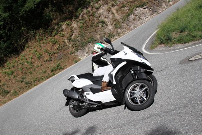 Il direttore di Moto On The Road alla guida di Quadro S che ha giudicato divertente e sicuro, anche nelle pieghe più estreme