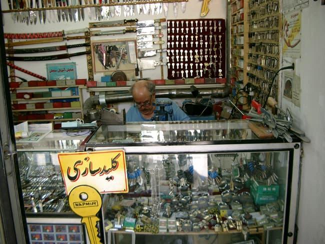 Iran Zanjan venditore di coltelli