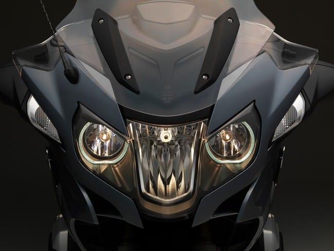 Bello e funzionale il gruppo ottico anteriore della BMW R 1200 RT