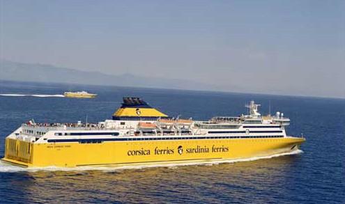 Corsica Sardinia Ferries in navigazione con una sua nave