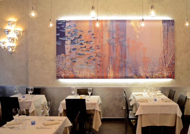 L'interno del ristorante La Nassa Osteria di Mare
