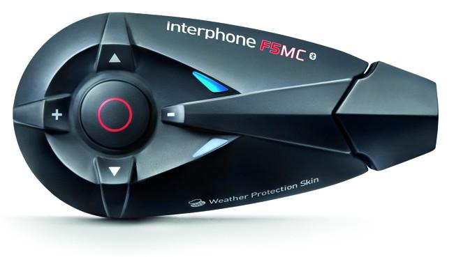 Interphone by Cellular Line INTERPHONEF5MC, per il motociclista evoluto tecnologicamente che vuole comunicare in gruppo e a lungo raggio, fino a 4 utenti in full-duplex.