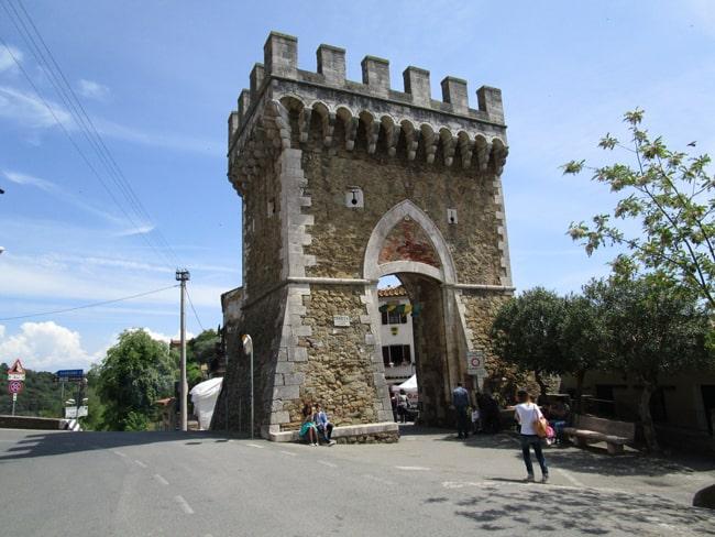 Pereta, porta di ingresso al borgo