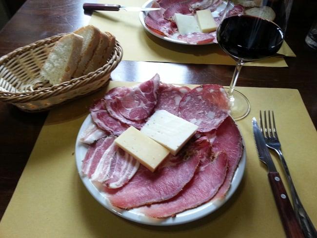 Tagliere di affettati a Magliano in Toscana