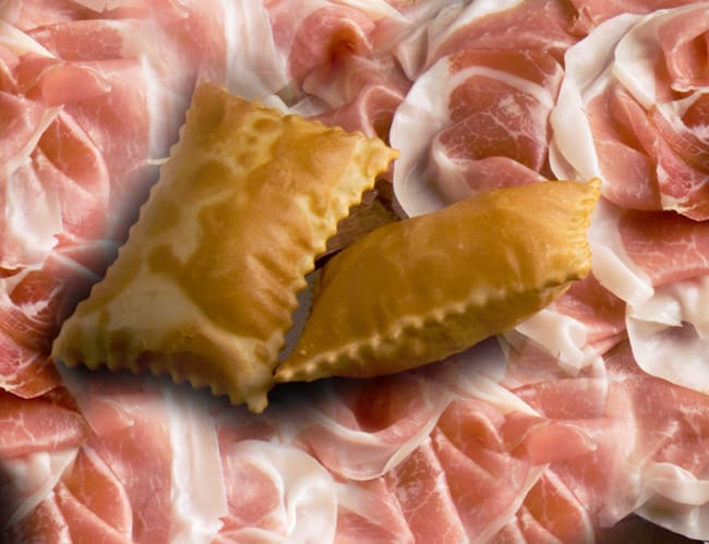 Il famoso prosciutto di Parma con la torta fritta