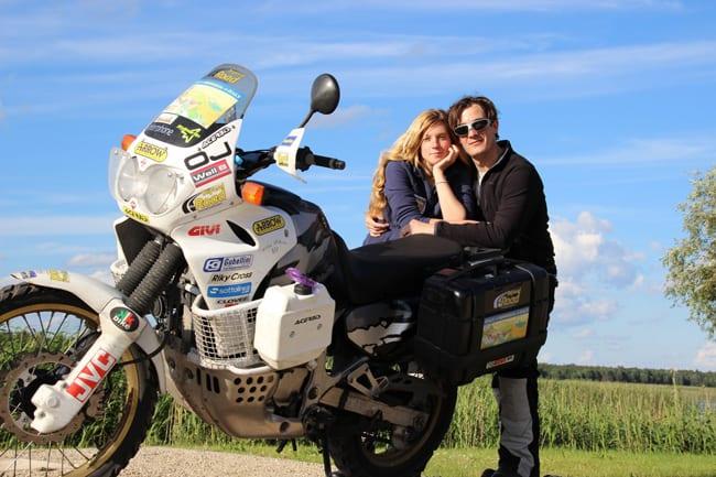 Tommaso e Francesca, in moto verso la Mongolia. Primo reportage.
