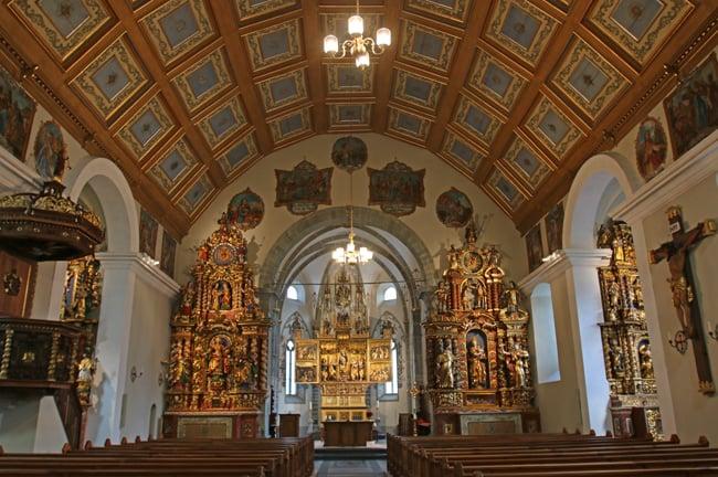 L'arte barocca si esprime nelle tante sculture in legno delle chiese dell'Obergoms