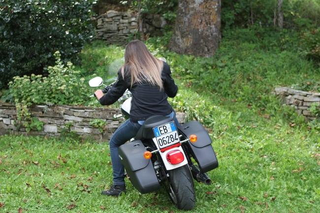 L'esigua altezza della sella da terra ne fa una moto adatta alle donne