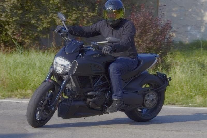 Ducati Diavel: nera e cattiva