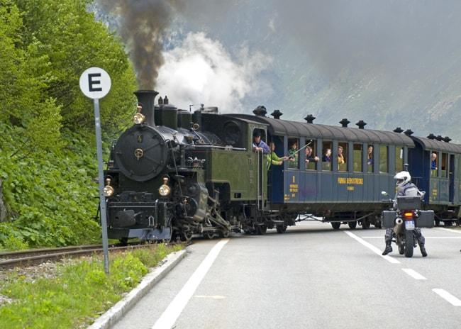 Incrociare il treno a vapore è emozionante.  foto Amedeo Roma