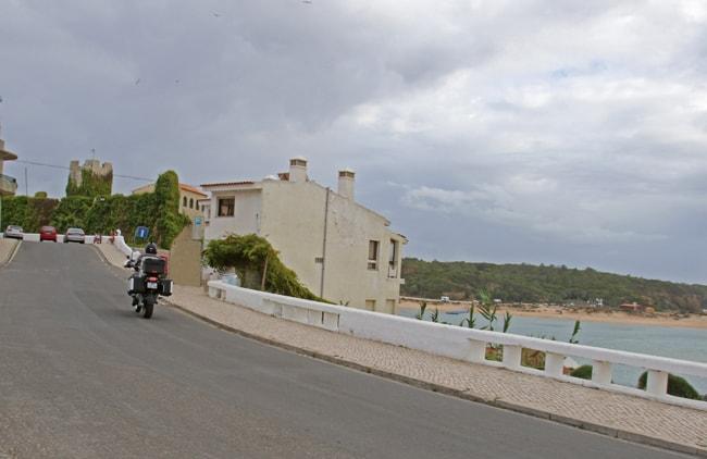 Verso il centro storico di Vila Nova de Milfontes