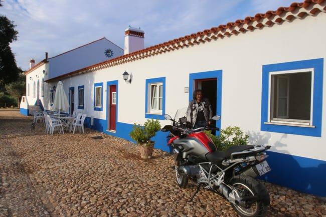 La moto si può parcheggiare vicino alla camera pernottando presso la Quinta do Chocalhinho