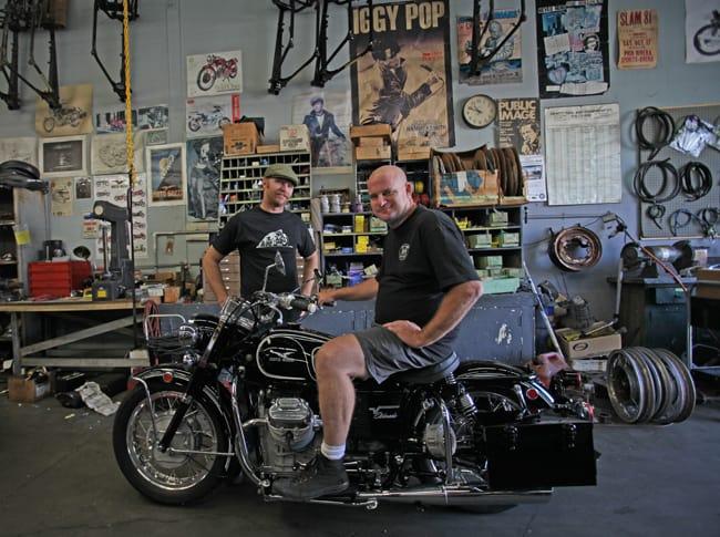 I simpatici preparatori di vecchie Moto Guzzi, Moe e Ryan