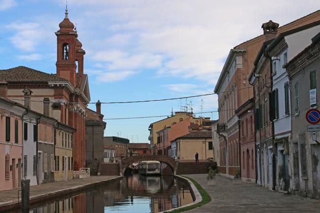 """Comacchio: il """"Quartiere degli Sbirri"""" con le vecchie carceri."""