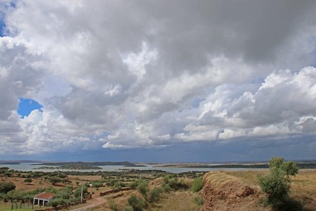 Il fiume Guadiana visto dalle mura del Castello di Mourao.