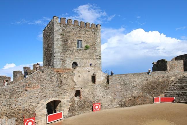 Il castello di Monsaraz ha al suo interno uno spazio spesso dedicato alle corride