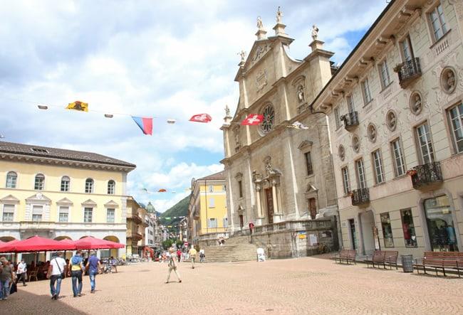 Canton Ticino in moto – con una scoperta da 007. Il centro storico di Bellinzona.