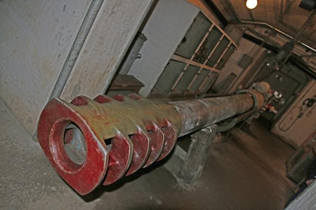 I potenti cannoni avevano una gittata di quasi un centinaio di chilometri e potevano quindi arrivare in territorio italiano