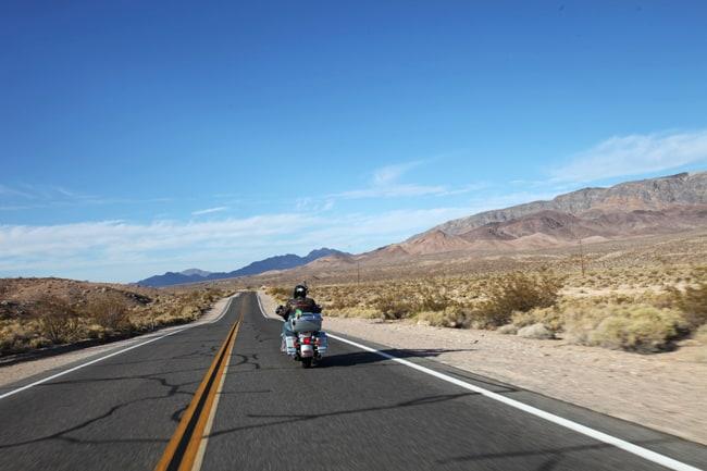 Cinque mete e diversi raduni per il mototurismo invernale. Death Valley.
