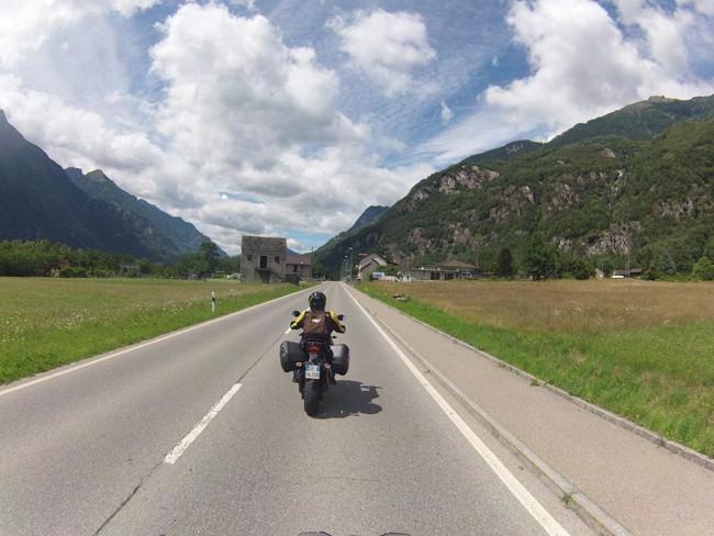 Canton Ticino in moto – con una scoperta da 007 . On The Road.