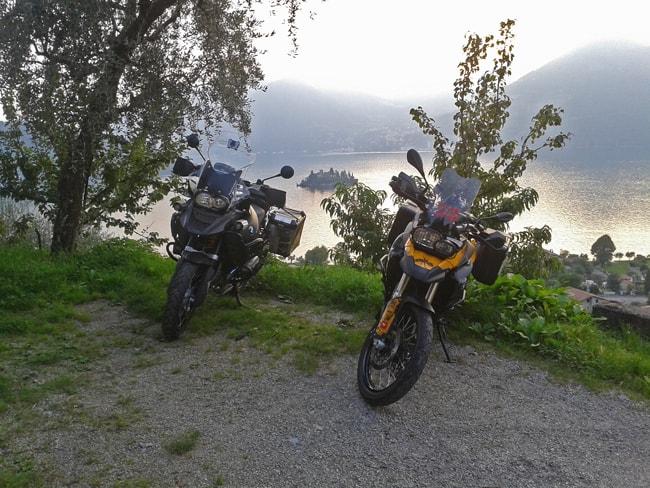 Il lago d'Iseo con l'Isola di Loreto sullo sfondo