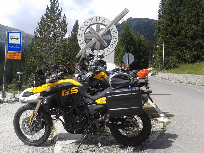Le migliori strade alpine da fare in moto. Madonna di Campiglio