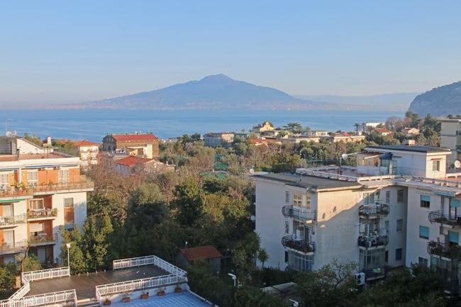 Il sole della mattinata di sabato ha offerto una vista incomparabile sul Vesuvio