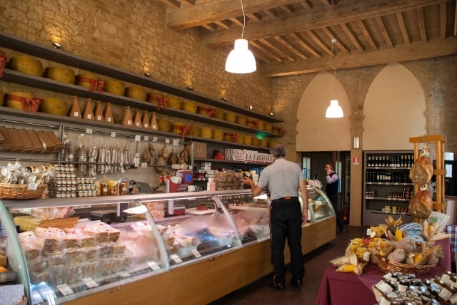 Castelli e buona cucina nel Ducato di Parma e Piacenza. Caseificio Montecoppe