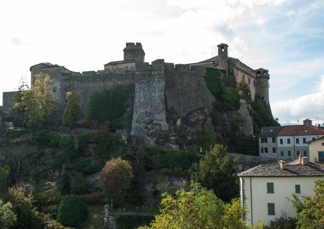 Castelli e buona cucina nel Ducato di Parma e Piacenza. Castello di Bardi