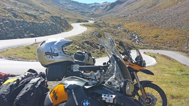 5 Strade alpine da fare in moto. Scendendo dal Passo Rombo