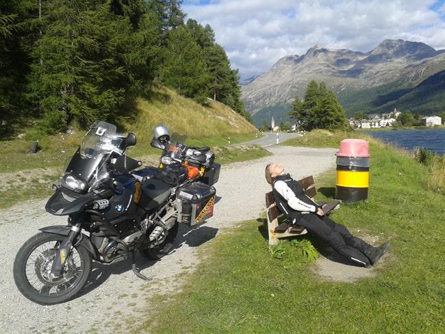 Strade alpine da fare in moto. Un po' di sole a Silvaplana