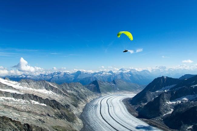 La spettacolare discesa sul ghiacciaio dell' Aletsch Arena