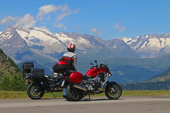 Anche se siamo in piena estate le vette delle Alpi sono ancora innevate