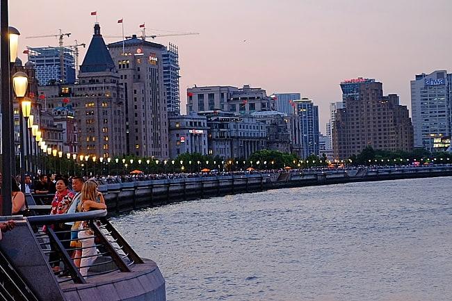 Lungo le rive del Fiume Azzurro a Shanghai