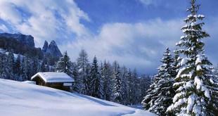 Le innevate piste da sci sull'Alpe di Siusi sono contornate da incantevoli sentieri per escursioni e ciaspolate sulla neve.