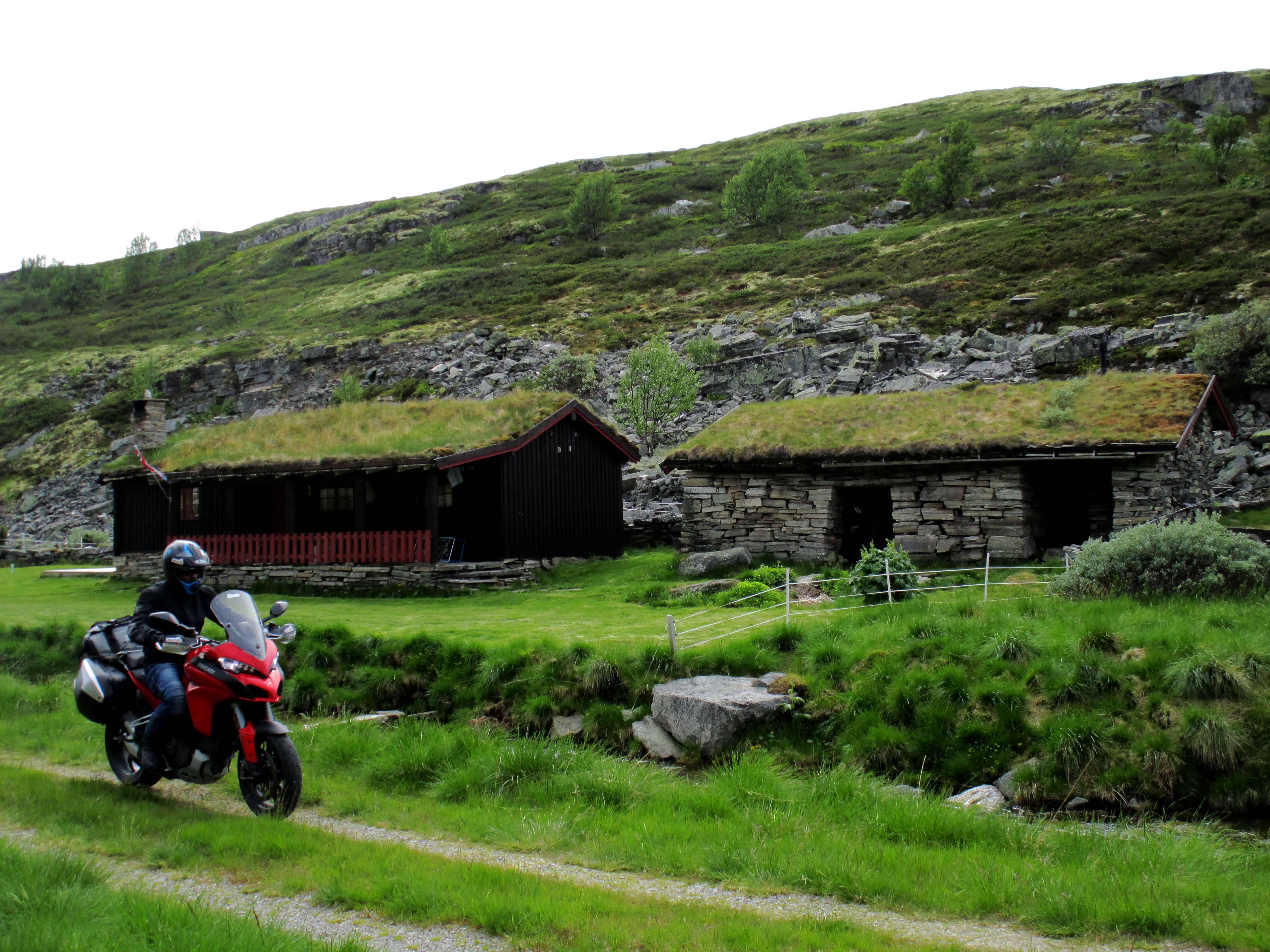 """Una casa con i """"capelli"""" sul Rondane National Park"""
