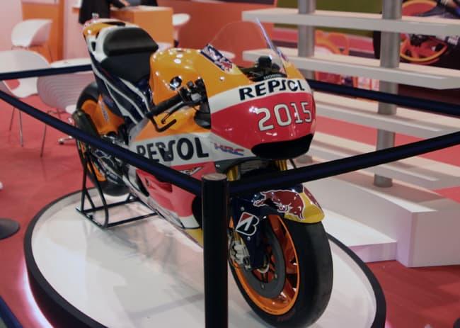 La moto di Marquez camuffata