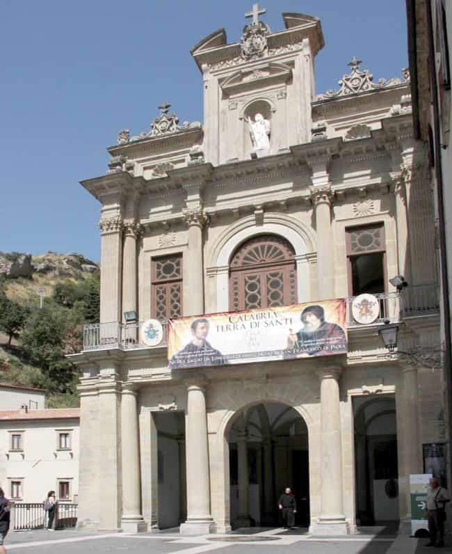 Calabria Coast to Coast - Facciata della basilica metà del XVI secolo.