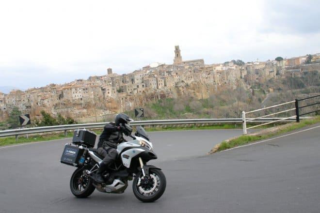 Pitigliano on the road