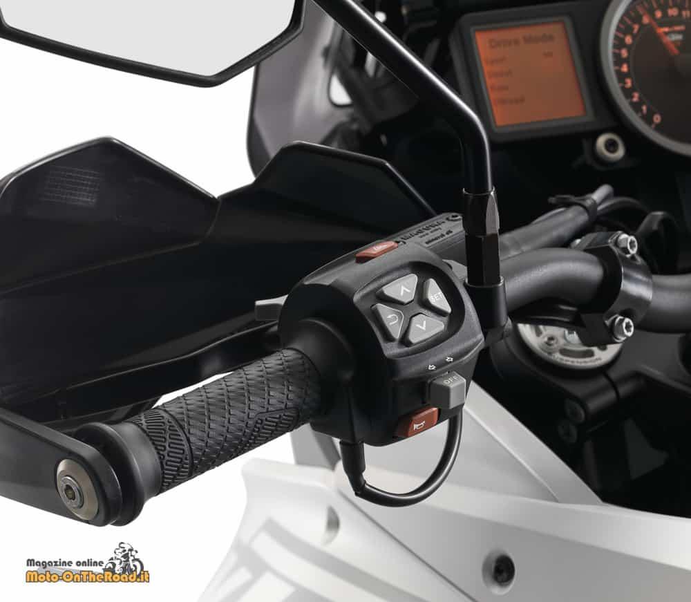KTM 1290 Super Adventure, i tasti per selezionare menù e mappe