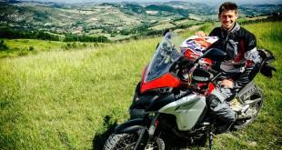 Casey Stoner in sella alla Ducati Multistrada Enduro
