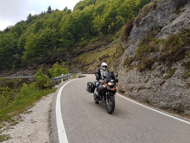 In motocicletta sui passi delle Dolomiti - Salendo verso il monte baldo