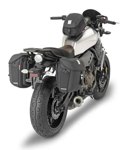 Le borse Givi ben si integrano con le linee della Yamaha XSR700