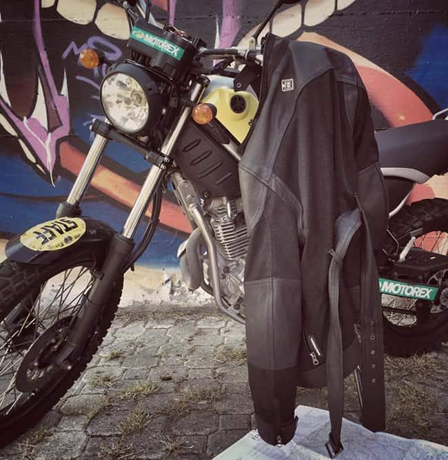 La giacca Selvaggia di Tucano Urbano è un accessorio che non deve mancare nel guardaroba di una vera biker.